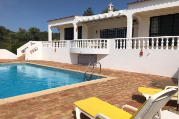 Villa with Private Pool, garden and Peaceful Location